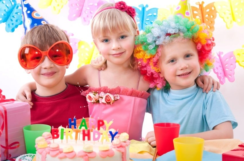 kids in a birthday party