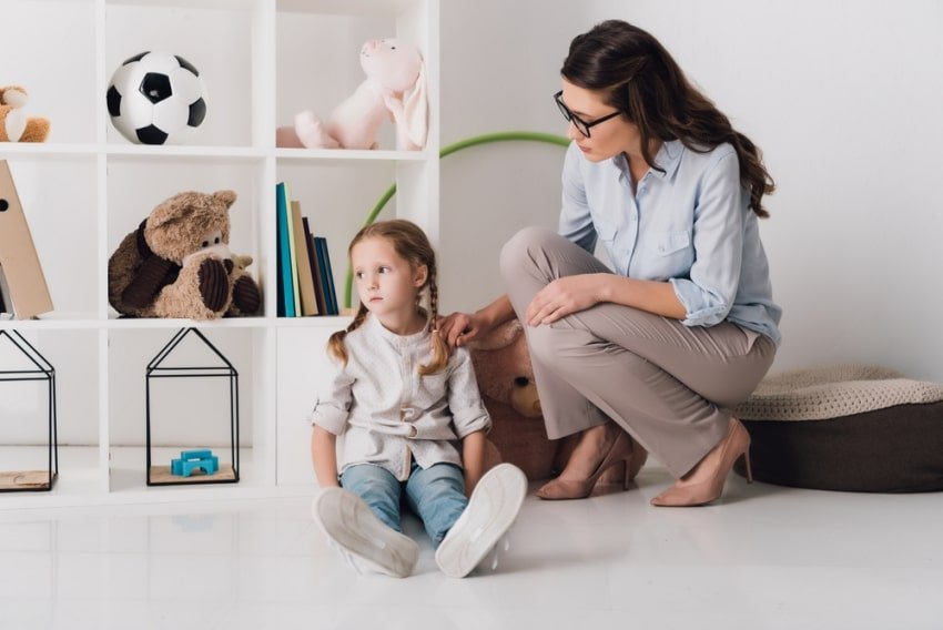 child with a psychologist