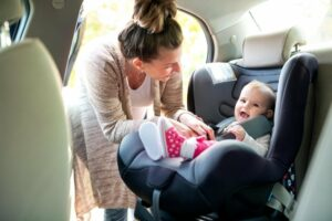 15 Best Narrow Skinny Car Seats for Infants in 2020