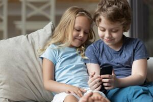 5 Reasons Your Kid Should Have a Cellphone