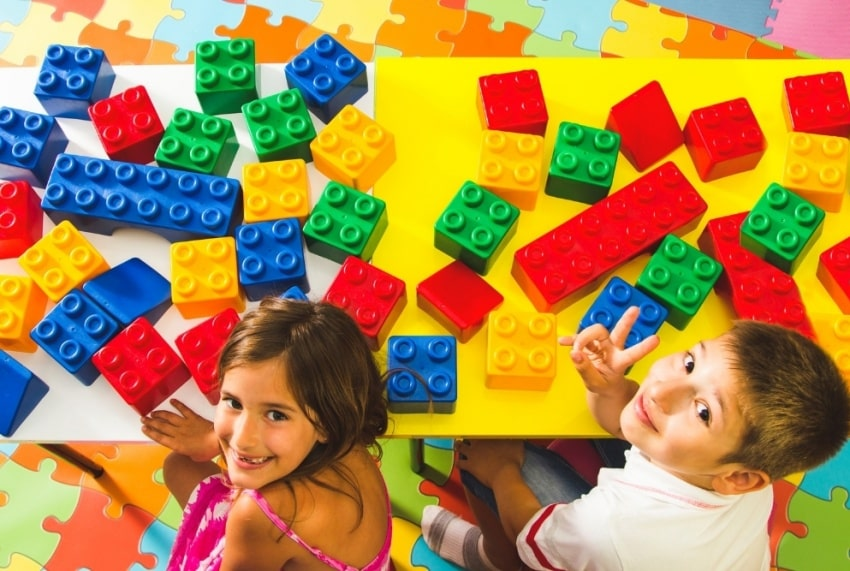 kids with building blocks