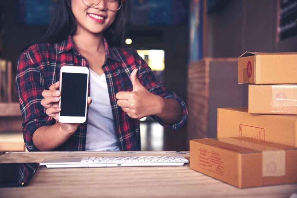 woman using online shopping