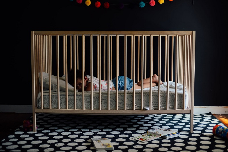 Why-Does-My-Baby-Chew-On-The-Crib
