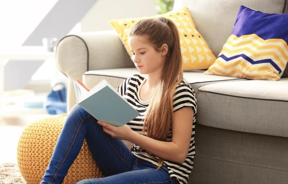 Little girl reading book1